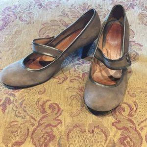 """Vintage look heels by """"Sofft"""""""